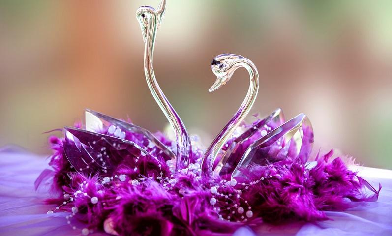 Die Kristallhochzeit hat daher die Bedeutung darauf zu verweisen, wie zerbrechlich eine Ehe auch und gerade nach so vielen Jahren noch ist. ( Foto: Shutterstock- didifoto )