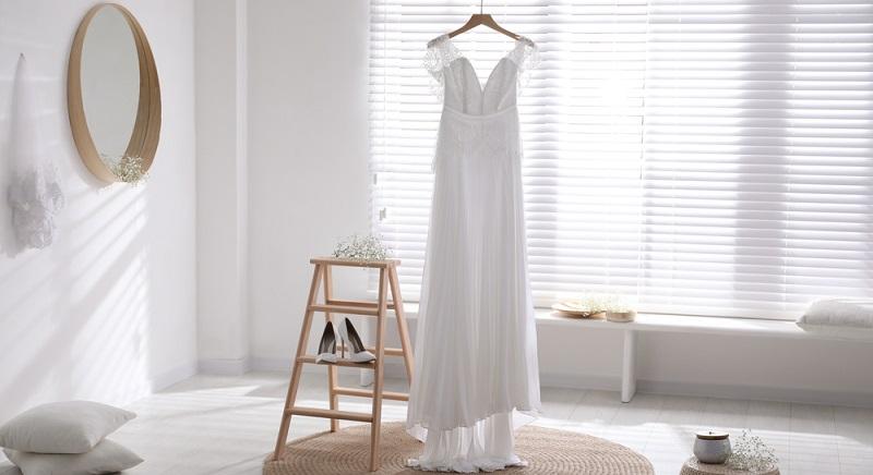 Alles, was die Braut bei der Hochzeit tragen wird, darf der Bräutigam erst an diesem großen Tag sehen.  ( Foto: Shutterstock-New Africa )