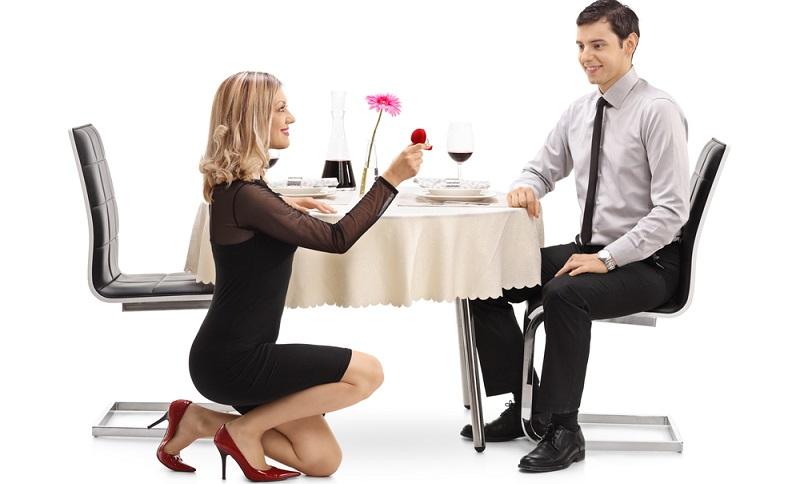 Vielmehr geht es darum, dass der Antrag Frau an Mann und umgekehrt unvergesslich ist. (Foto: Shutterstock- Ljupco Smokovski  )