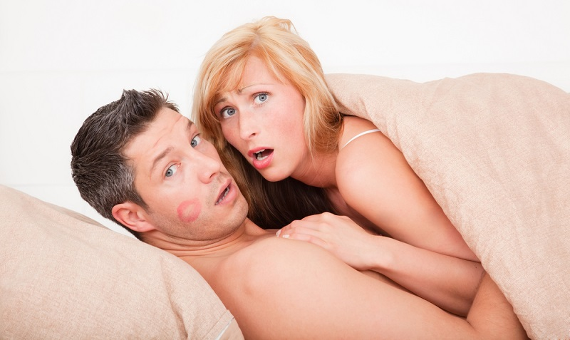 Menschen lieben sich, warum geht man dann fremd? ( Foto: Shutterstock-altafulla )