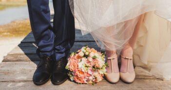 Schuhe für Sie und Ihn: Wie Paare das perfekte Schuhwerk für den großen Tag finden (Foto: Shutterstock-mari-s )