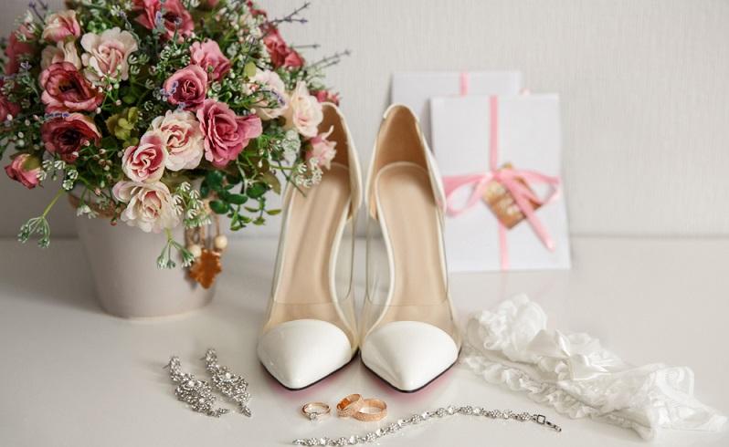 Bequem oder stylisch und elegant? ( Fotolizenz: Shutterstock-Wedding and lifestyle )