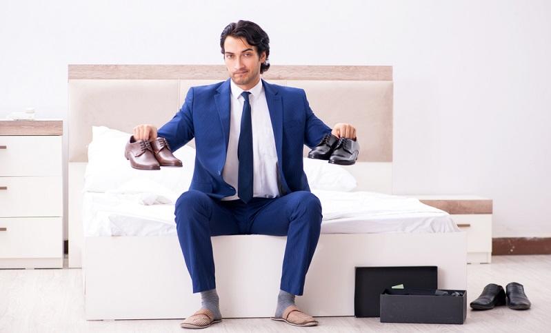 Es gibt manches zu beachten bevor man sich für einen Schuh zur Hochzeit entscheidet ( Foto: Shutterstock- Elnur)