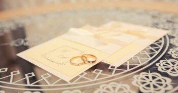 Einladungsetikette: Einladungen und ihre Tücken ( Foto: Shutterstock-MonoLiza )