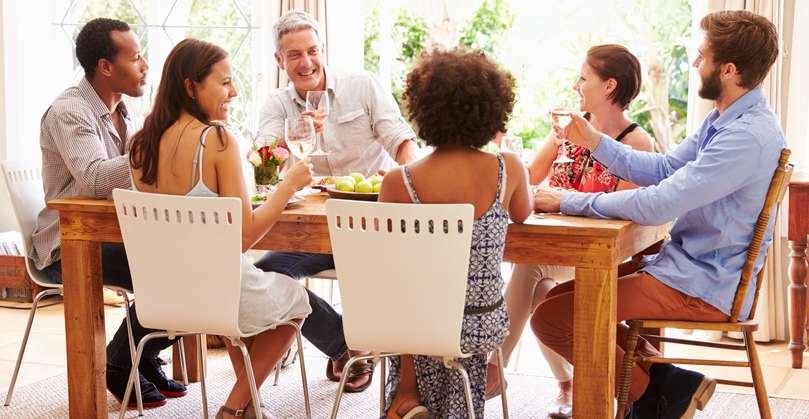 Bequeme Stühle laden zum Verweilen ein. ( Foto: Shutterstock-Monkey Business Images )